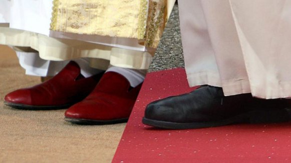 red-black-papal-shoes_C4149F15332A45BC988C2218B3A4057F