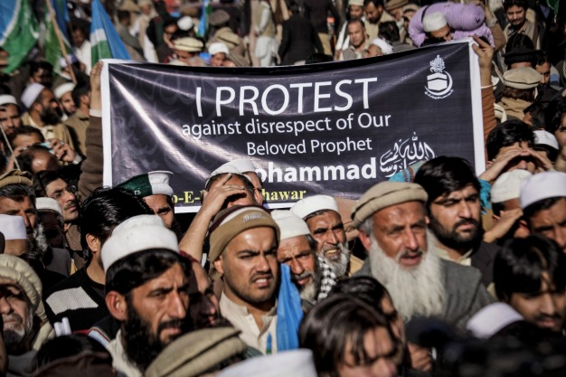 epa04562969 Supporters of the Islamic political party Jamat-e-Islami rally against the French magzine 'Charlie Hebdo' for publishing the caricatures of the prophet Mohammed, in Peshawar, Pakistan, 16 January 2015. Thousands of police and paramilitary troops were deployed across Pakistan ahead of rallies against caricatures of the Muslim prophet Muhammad in the French satirical magazine Charlie Hebdo, officials said. Several Islamic groups and right-wing political parties called for countrywide protests after Friday prayers to condemn the publication of the images. EPA/BILAWAL ARBAB